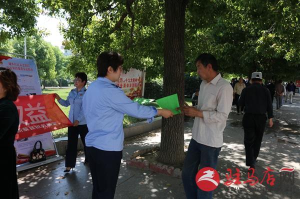 新蔡县税务局联合人社部门开展社保费宣传活动