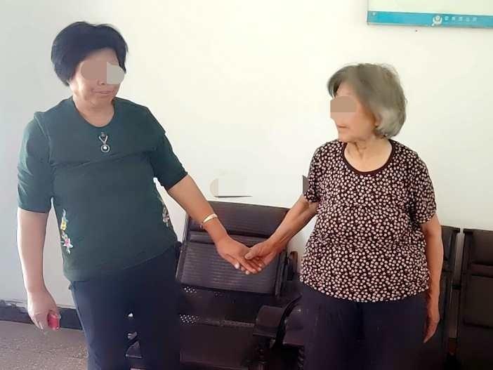 驻马店两位老太太邻里纠纷5年 今朝为啥言和?